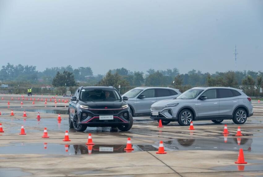R汽车夏日驾控体验营登陆北京,让你COOL爽一夏